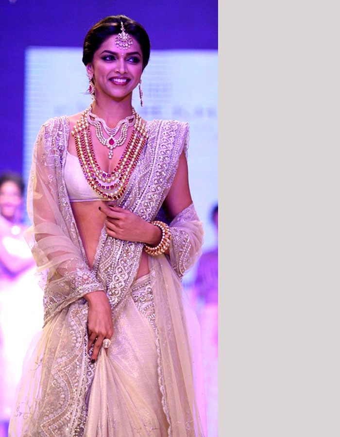 Deepika Padukone Poses In Sexy Saree - More Indian Bollywood Actress And Actors-3512