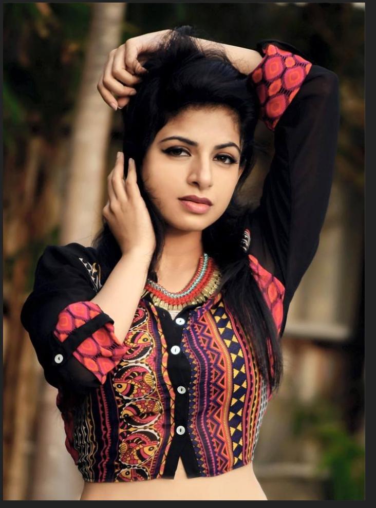 Aishwarya Menon Hot Photos - More Indian Bollywood Actress And Actors-1073