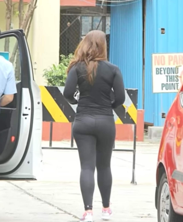 Indian Actress Kareena Kapoor Demonstrate Your Yoga Pants -2787